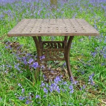 Leaf square table 90 x 90 cm